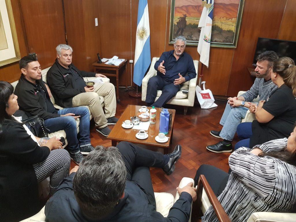 El Ministro de Salud, Gustavo Bouhid recibiendo a la Fundación internacional AHF en pos de realizar trabajos conjuntos para el abordaje de VIH -SIDA.